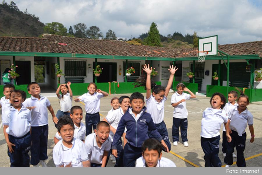 Photo of En El Retiro, se fomenta el aprendizaje de un segundo idioma a 100 estudiantes y 30 docentes del municipio