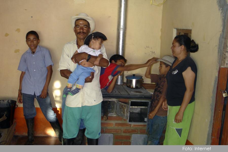 Photo of En Sonsón, avanza la instalación de 1500 estufas eficientes para las comunidades rurales