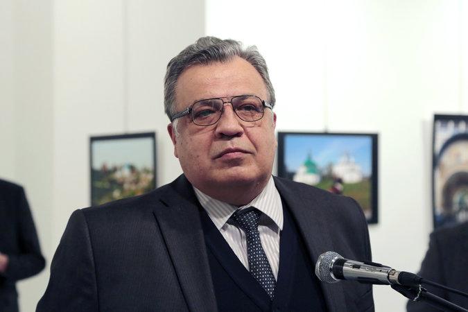 Photo of Asesinan al embajador ruso en Turquía.