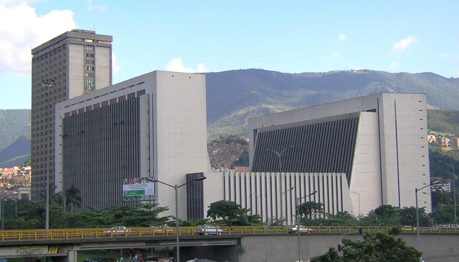 Photo of Descubren fraude en central de impuesto de Antioquia. Ya hay 14 capturas