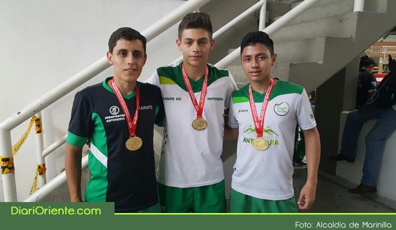 Photo of Dos deportistas marinillos en el podio del campeonato Nacional Interligas de Karate