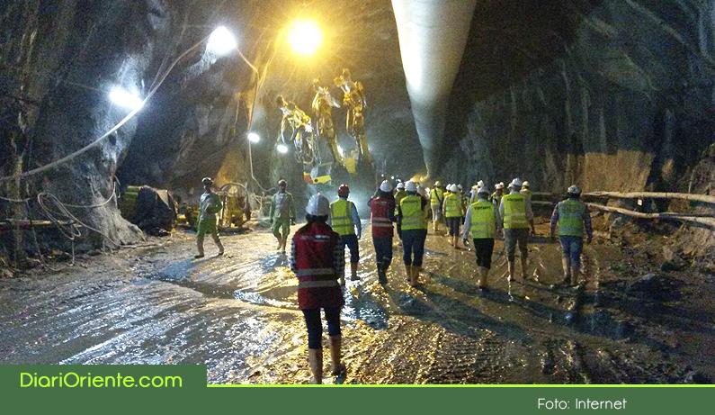"""Photo of Avanza la construcción del Túnel de Oriente, ya se logró unir los dos frentes de excavación del """"Túnel Seminario"""""""