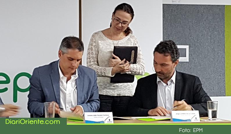 Photo of Alcalde de Rionegro y Gerente de EPM firman acuerdo vinculante para la compra de E.P.RIO