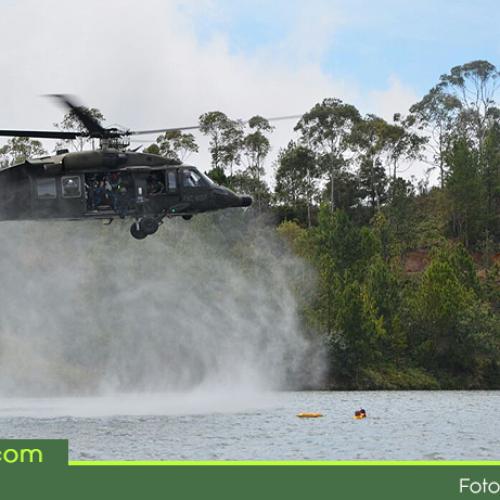 Fuerza Área realizó simulacro de accidente aéreo en el embalse Peñol-Guatapé