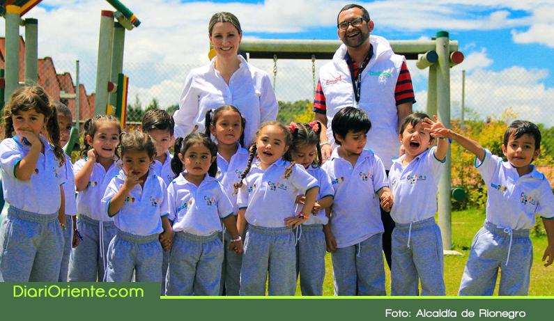 Photo of En Rionegro se entregaron 1284 uniformes para niños y niñas de los Centros de Desarrollo Infantil