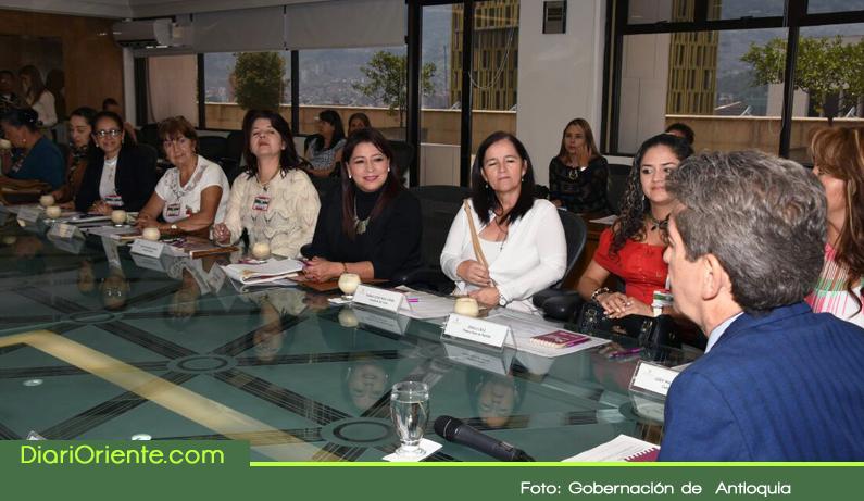 Photo of Concejalas se reúnen con el Gobernador en busca del desarrollo de la región con equidad de género