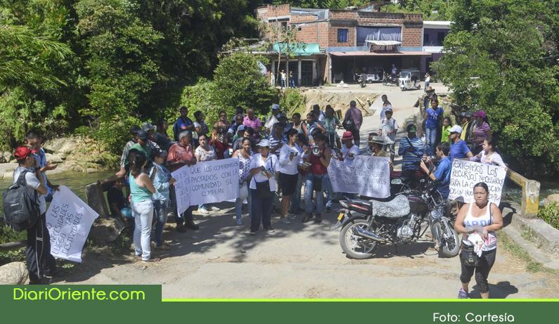 Photo of Caída de puente en San Carlos sigue sin solución, comunidad de el barrio Zulia y 23 veredas continúan afectados