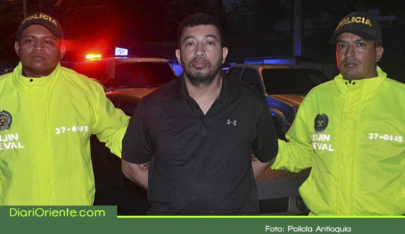"""Photo of En San Carlos capturaron a """"Hugo Pájaro"""", uno de los hombres más buscados de Medellín"""