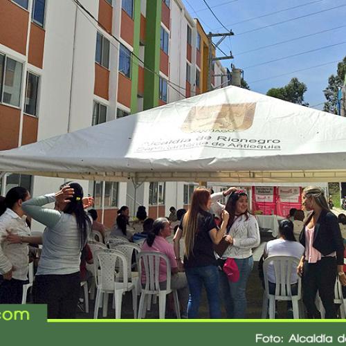 38 familias rionegreras recibieron las llaves de su apartamento en el proyecto Villa Camila