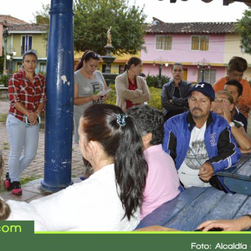 """Inicia en Guatapé el programa """"Antioquia Pinta en Grande"""" que mejorará el aspecto del sector el Recreo."""