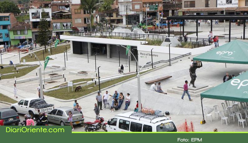 Photo of EPM entregó en El Peñol el parque Plaza El Tomatero, un espacio para estimular la economía y el turismo