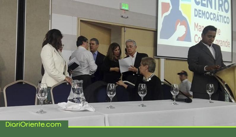 Photo of En evento del Centro Democrático que se realizó en Rionegro, presentador confundió a Iván Duque con Iván Márquez.