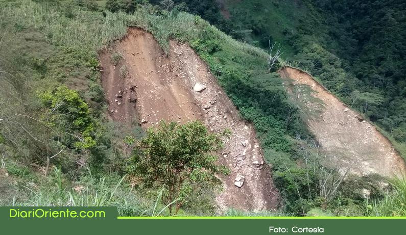 Photo of Alarma en el corregimiento Puerto Venus por deslizamiento de tierra