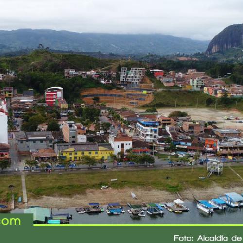 Autoridades avanzan en la regularización de alojamientos ilegales en Guatapé