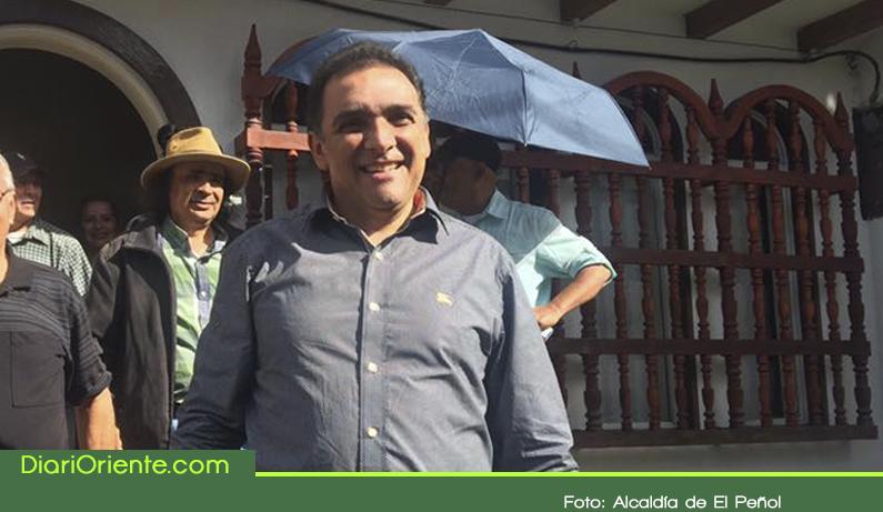 Photo of Después de 37 días de detención domiciliaria, alcalde de El Peñol recupera su libertad