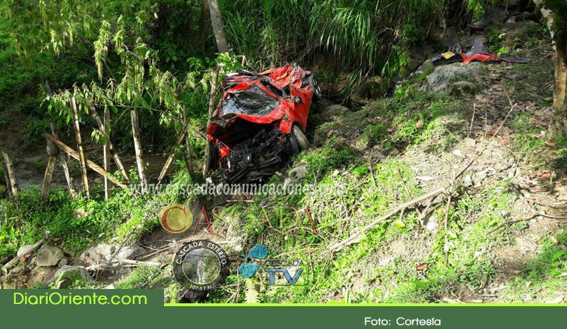 Photo of Dos muertos y tres heridos deja accidente en vía de Cocorná
