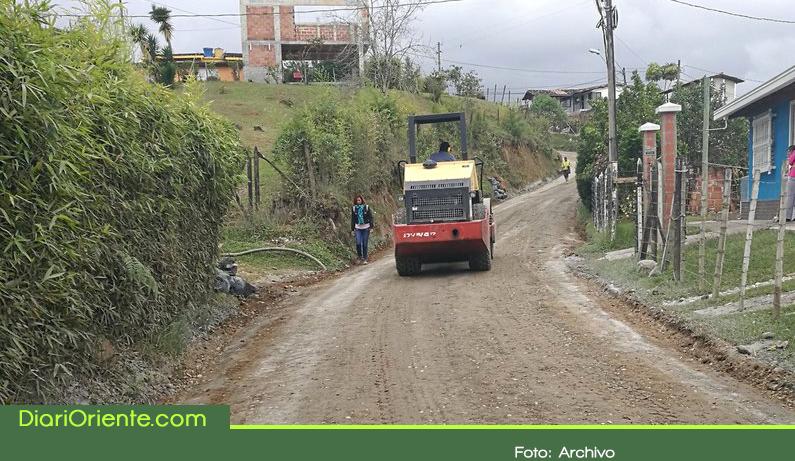 Photo of Concejal de Rionegro denuncia deterioro en vías intervenidas con la técnica de suelo cemento