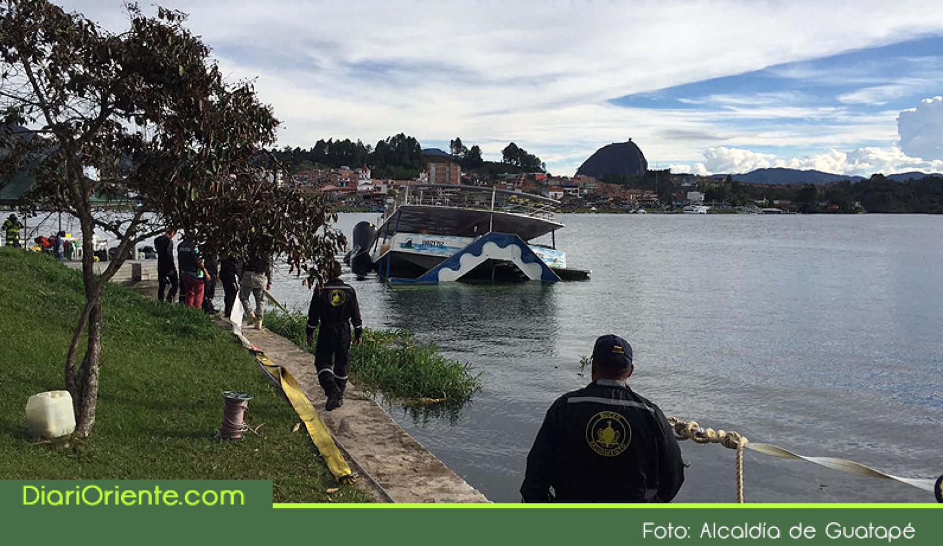 """Photo of Orden cierre y multa a empresa dueña de """"El Almirante"""", embarcación que naufragó en Guatapé"""