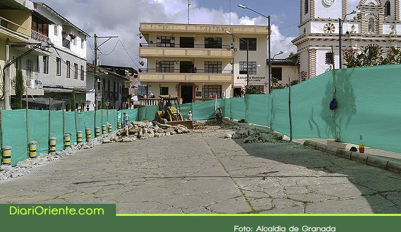 Photo of Se inició pavimentación de varias vías urbanas del municipio de Granada