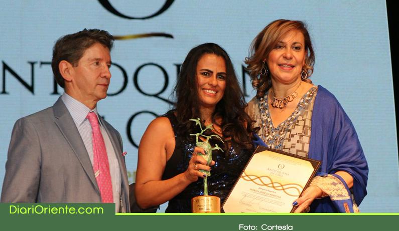 Photo of La Cejeña Dora Elcy Ocampo recibió el galardón Antioqueña de Oro 2018