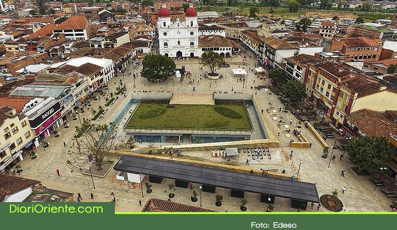 Photo of Abril, fecha límite para la entrega total de la Plaza de La Libertad