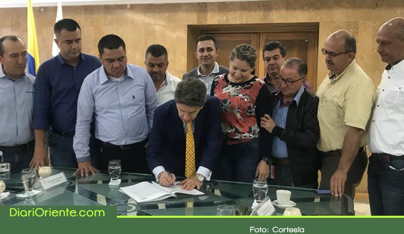 Photo of Firma del Gobernador consolida la Provincia del Agua y el Turismo del Oriente Antioqueño