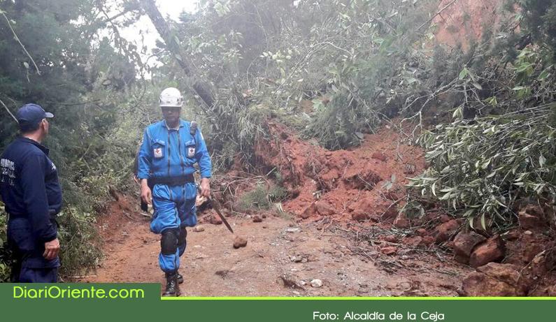Photo of Las lluvias causan deslizamientos en el corregimiento de San José en La Ceja