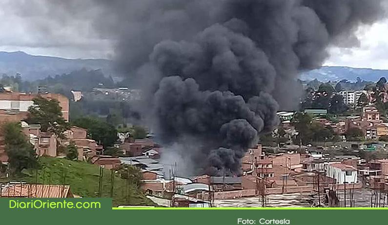 Photo of Pérdidas millonarias dejó incendio en fábrica de colchones de Marinilla