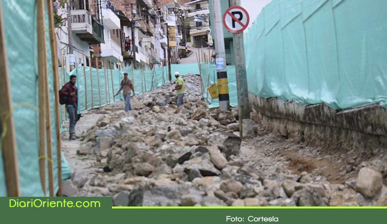 Photo of En Granada avanza la pavimentación de vías urbanas