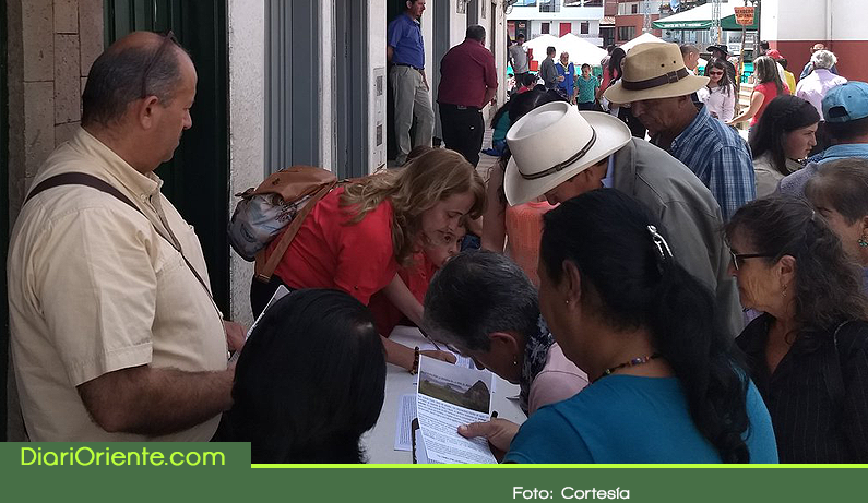 Photo of Recogen firmas contra minería en San Vicente Ferrer