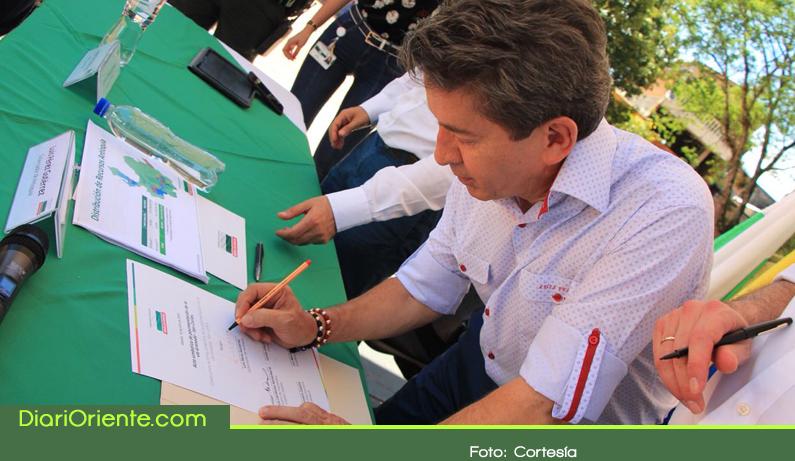 Photo of Se firmó el inicio para la pavimentación de 8 kilómetros de la vía Granada – San Carlos