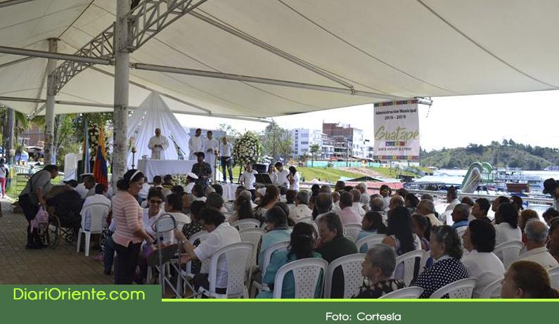 Photo of En Guatapé se conmemoró un año del naufragio de El Almirante