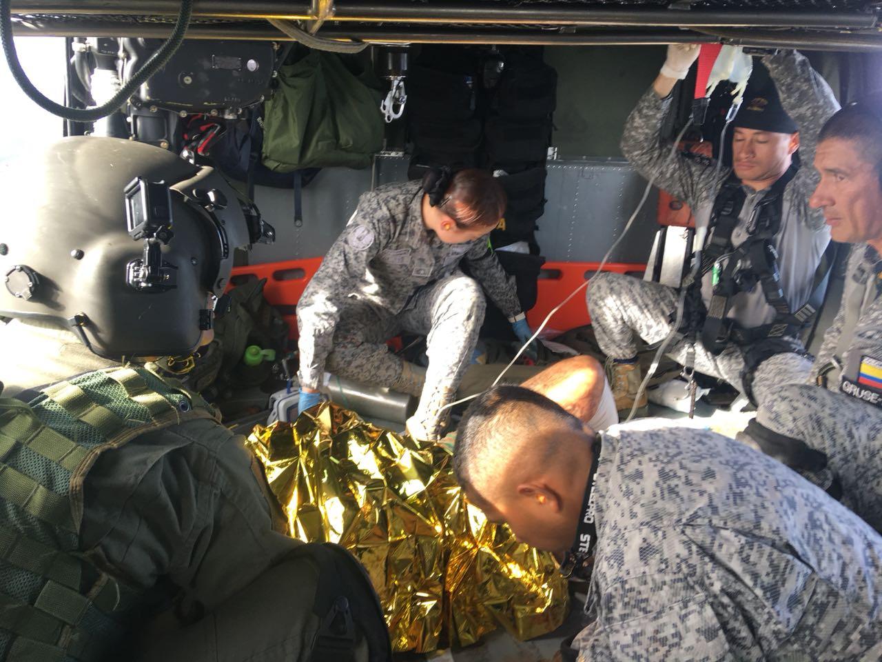 Photo of Soldado afectado por artefacto explosivo es evacuado desde Anorí