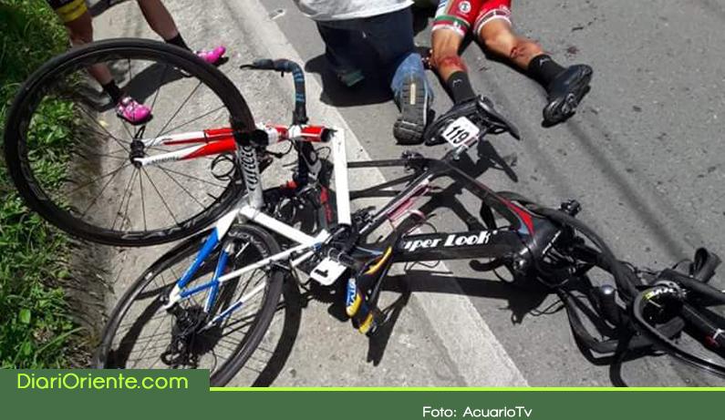 Photo of Tres ciclistas quedaron heridos al ser atropellados por un motociclista