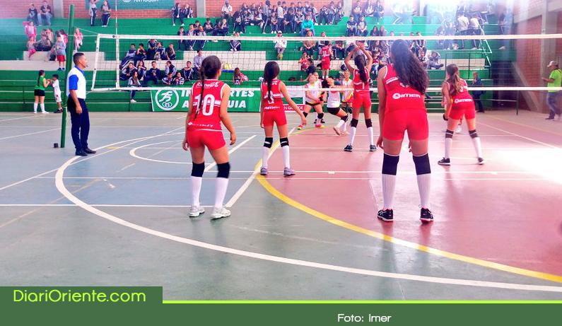 Photo of Con la presencia de 1.650 deportistas se realiza en El Santuario los Juegos Escolares
