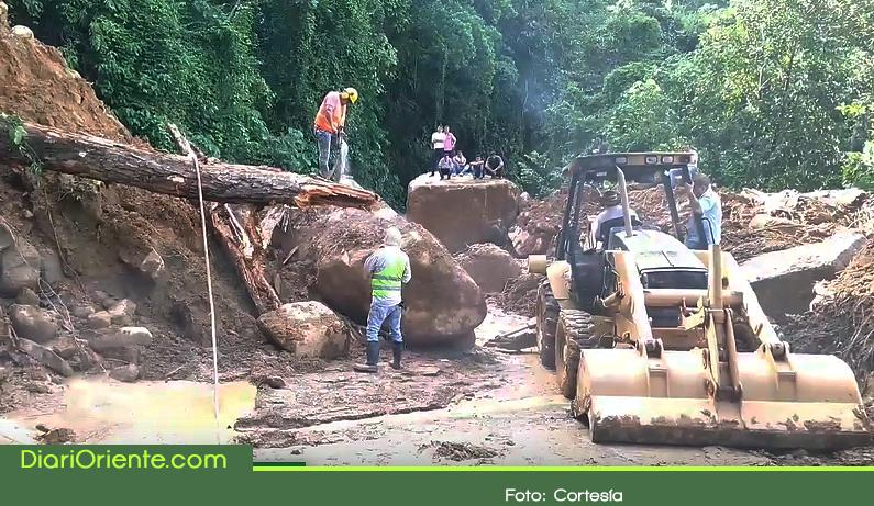 Photo of Piden soluciones ante constantes derrumbes en vía autopista Medellín – Bogotá