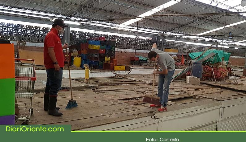 Photo of Se realizó jornada de limpieza y recuperación en la plaza de mercado de Rionegro