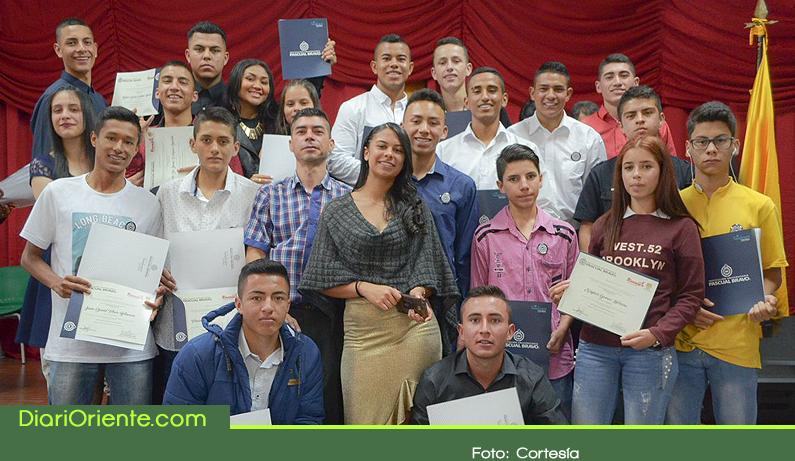 Photo of 251 Bachilleres de Rionegro recibieron sus títulos como técnicos profesionales