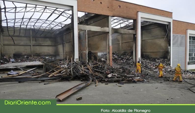 Photo of Incendio consumió dos bodegas en Rionegro