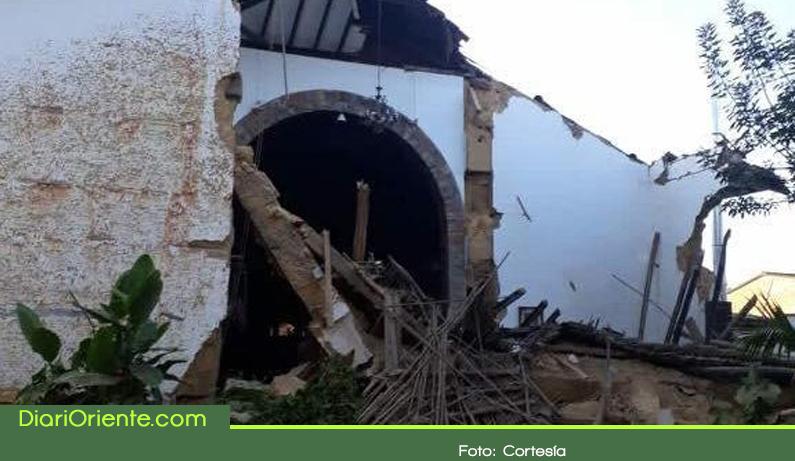 Photo of Se vino abajo parte de la estructura de una capilla en El Retiro