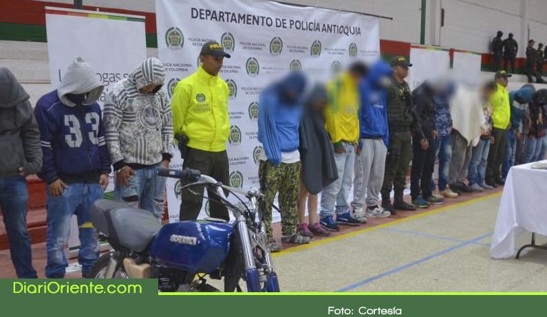 Photo of Capturan a 27 personas en operativo contra el microtráfico en Marinilla
