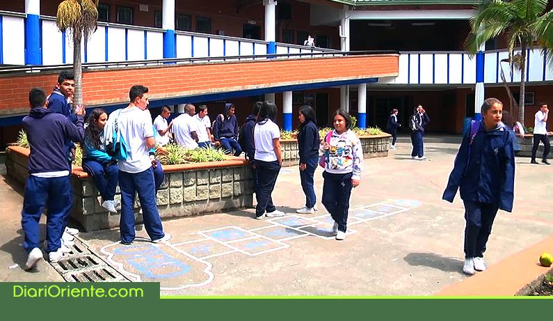 Photo of Este lunes inician clases 411.089 estudiantes en Antioquia