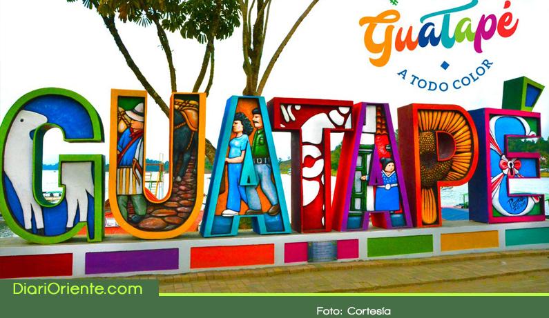 Photo of Guatapé ya tiene su parador turístico con letras en el malecón