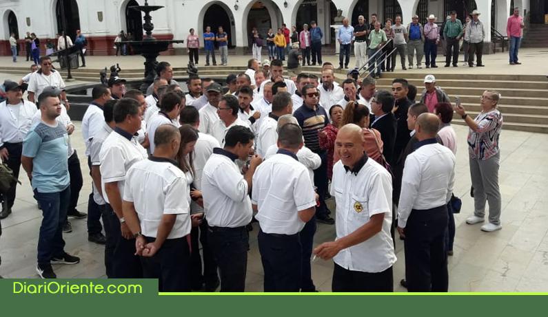 Photo of Taxistas de Rionegro protestaron por plazo para operar en el municipio
