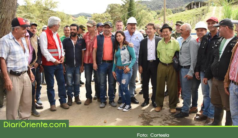 Photo of Gobernación se compromete a millonaria inversión en la red vial secundaria de El Santuario