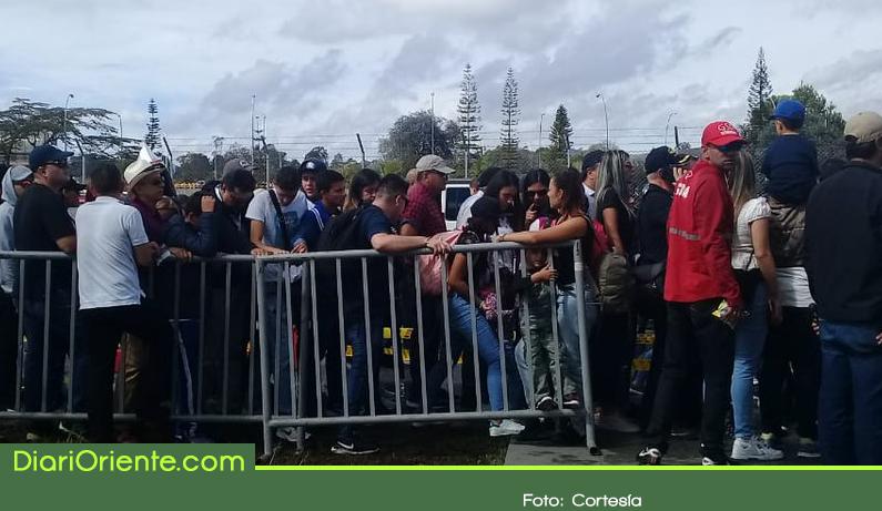 Photo of Quejas en redes sociales por logística para entrar a la Feria Aeronáutica 2019