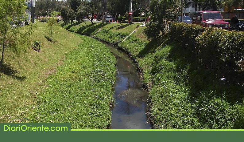 Photo of Comunidad denuncia que la quebrada Malpaso en El Porvenir está siendo contaminada por aguas negras