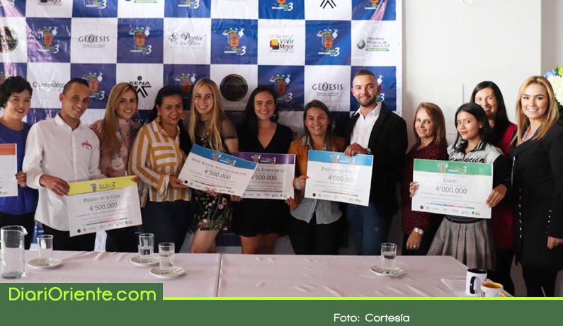 Photo of Entregan premios a emprendedores del municipio de La Ceja