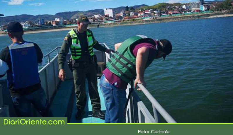 Photo of Policía realizó control a embarcaciones que prestan servicio de transporte en Guatapé