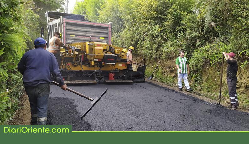 Photo of Finalizó la pavimentación de 7.5 kilómetros de vía rural en Granada